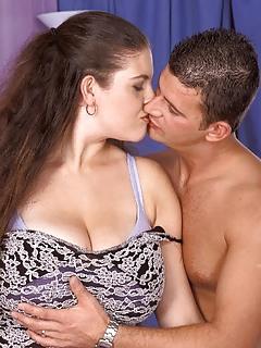 Moms Kissing Pics